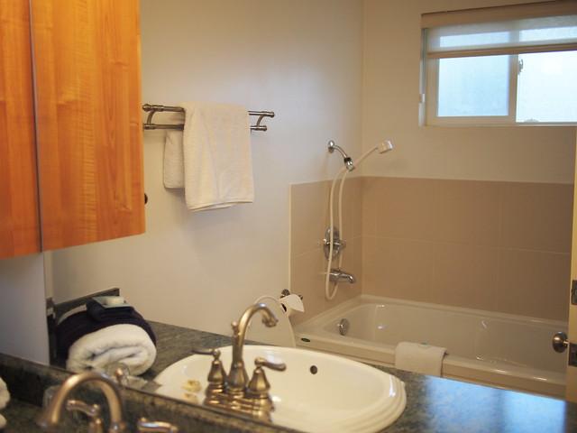 Deluxe-2-bedroom-kitchen-suite-18